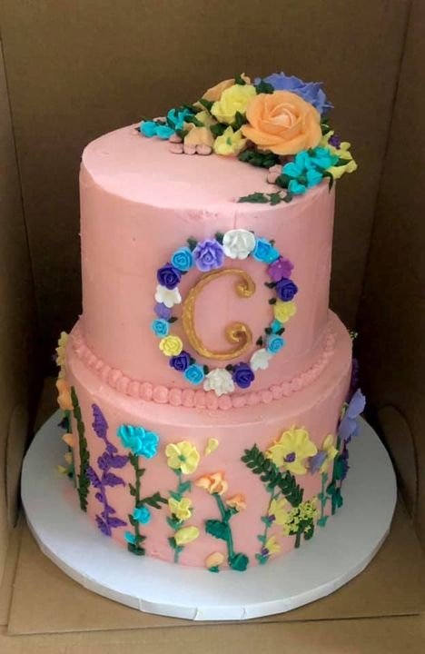 Had so much fun with this wildflower themed cake! #buttercreamflowers #handpipedflowers