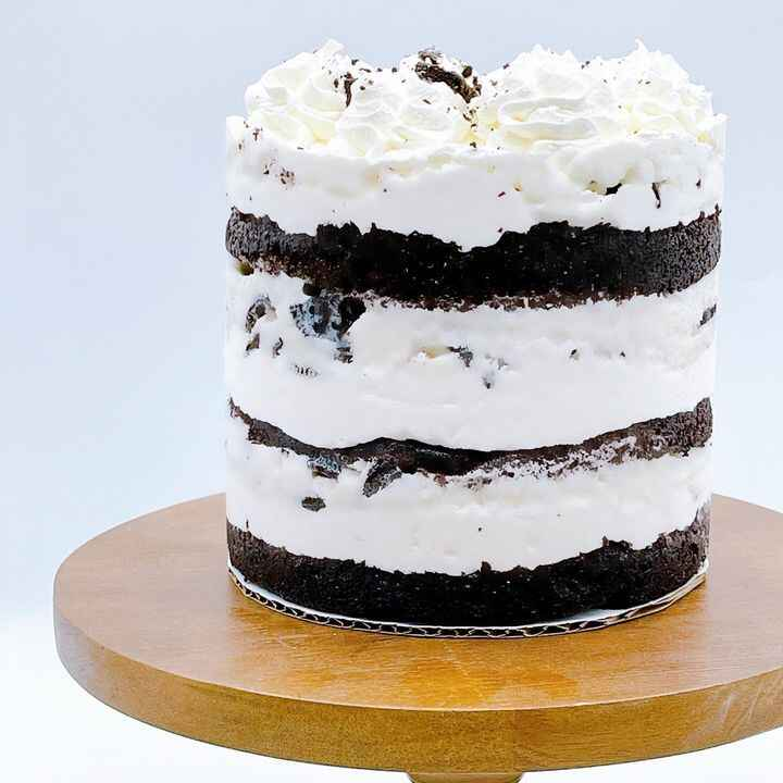 This Oreo ice cream cake is the perfect addition to your summertime BBQ!•Decadent chocolate cake layers, marshmallow whi...