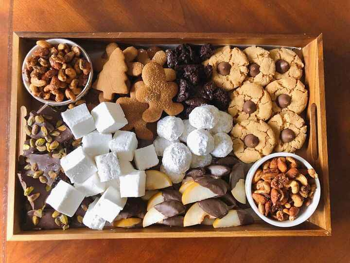 Christmas Dessert Board!🎄🍫🍪 featuring...•spiced nuts 🥜•chocolate pistachio bark 🍫•homemade marshmallows•gingerbread cook...