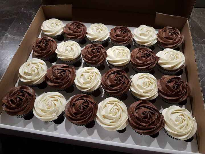 Chocolate and Vanilla cupcakes for the working bee at Charlesworth school 💞